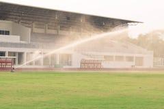 Bevattna fotbollfältet royaltyfria bilder