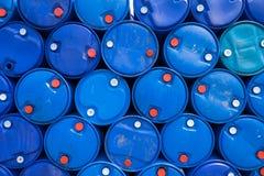 Bevattna i blå plast- 200 liter Royaltyfri Fotografi