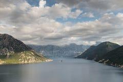 Bevattna och berg Arkivbild
