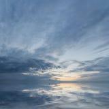 Bevattna och skyen Arkivfoton