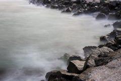 Bevattna och stenar Royaltyfri Foto