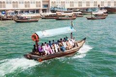 Bevattna taxien (abraen), Dubai Creek Fotografering för Bildbyråer