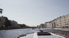 Bevattna utfärder längs floderna och kanalerna av St Petersburg lager videofilmer