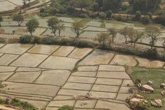 Bevattning och fält, Hampi, Indien Royaltyfria Bilder