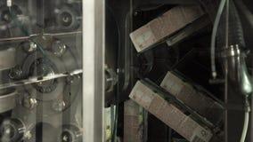 Beve l'impianto di produzione stock footage