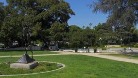 Beverly Gardens Park i Beverly Hills - Kalifornien, USA - mars 18, 2019 arkivfilmer