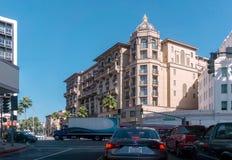 BEVERLY HILLS CA, USA - OKTOBER 4th, 2016: Sikt till Wilshiren Blvrd i Beverly Hills Los Angeles Arkivbilder