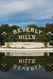 Beverly Hills Garden Park Sign som reflekterar på vatten Royaltyfria Foton