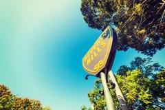 Beverly Hills znak pod niebieskim niebem Zdjęcia Stock