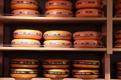 Beverwijk, Нидерланд, 26-ое октября 2018: Сыр в магазине стоковая фотография