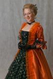 Bevindend meisje in barokke kleding Stock Afbeelding