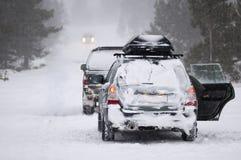 Bevindende auto's in de winter Stock Foto's
