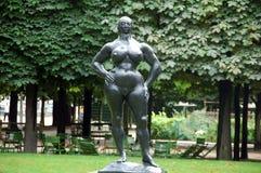 'bevindende vrouw' in Tuileries-tuin, Parijs, Frankrijk Stock Foto