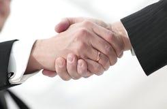 Bevisade affärspartners för Closeup handskakning Arkivbilder