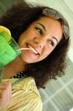 Bevitore sveglio della limonata Immagine Stock
