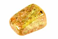 Bevlekt geel en bruin tuimel opgepoetste unakite kiezelstenen stock afbeeldingen