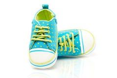 Bevlekte babytennisschoenen Stock Fotografie