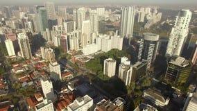 Bevolkt satellietbeeld van super overvol, en de bezige stad van Sao Paulo in Brazilië stock footage