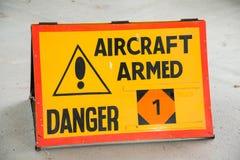 Beväpnat tecken för flygplan Arkivbild