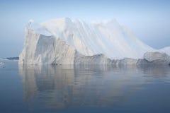 Bevriest en ijsbergen van polaire gebieden van Aarde Stock Fotografie