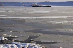bevroor het water in Siberische rivier royalty-vrije stock foto's