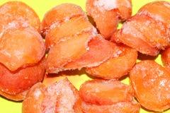 Bevroren abrikozen in rijp voor compote of dessert royalty-vrije stock foto's