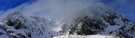 Bevroren bergpieken Stock Afbeeldingen