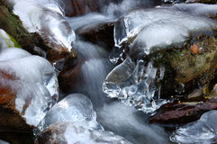 Bevroren bergstroom (3/3) stock foto's