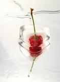 Bevroren cherrie op glasoppervlakte stock foto's