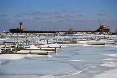 Bevroren de winter dokt Oud Schip Stock Afbeeldingen