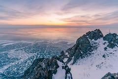 Bevroren de wintermeer Baikal Siberië Rusland stock foto's