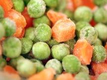 Bevroren erwten en wortelen Stock Foto's