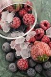 Bevroren frambozen, braambessen en strawberrie royalty-vrije stock foto