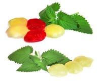 Bevroren fruit, bessen rode die ijsblokjes op witte achtergrond worden geïsoleerd Royalty-vrije Stock Foto
