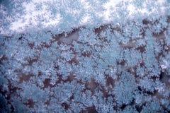 Bevroren glas van autoraam in de winter royalty-vrije stock afbeeldingen