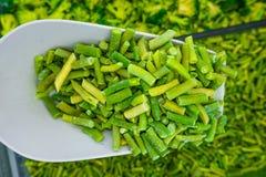 Bevroren groene asperge op schouder stock foto