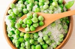 Bevroren groene erwten Stock Afbeeldingen