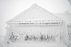 Bevroren huis bij de winter Stock Foto