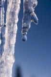 Bevroren ijskegels in de winter Stock Foto