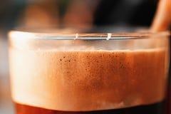 Bevroren Koffie in Lang Glas met Schuim en Bellen Stock Foto's