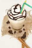 Bevroren koffie met schuim en kaneel op canvas Royalty-vrije Stock Fotografie