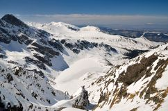 Bevroren meer in de bergen Stock Foto