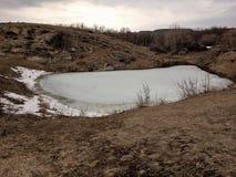 Bevroren meer in de de lentetijd Het wekken van aard royalty-vrije stock fotografie
