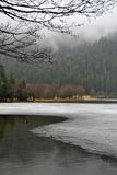 Bevroren meer - de winterlandschap Stock Afbeeldingen