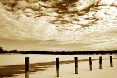 Bevroren meer en wolkenlandschappen royalty-vrije stock foto's