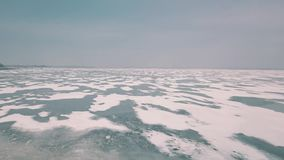 Bevroren meeroppervlakte stock videobeelden