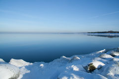 Bevroren overzeese kust Royalty-vrije Stock Afbeeldingen