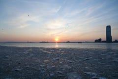 Bevroren Rivier Hudson onder Zonsondergang NYC Royalty-vrije Stock Foto's