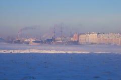 Bevroren rivier Neva. -25 graden Celsius Stock Afbeeldingen