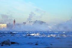 Bevroren rivier Neva. -25 graden Celsius Stock Fotografie